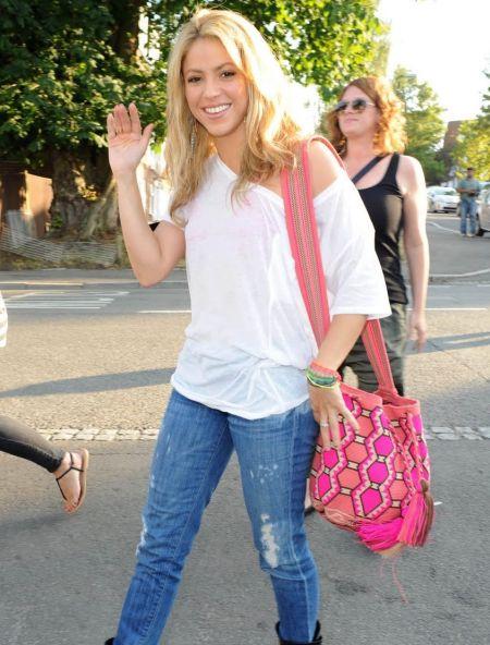 Shakira+Dating+Pique Colombian-born superstar Shakira and FC Barcelona ...