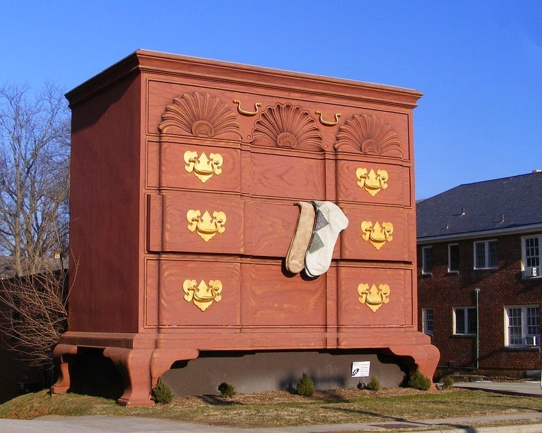 Gigantic Chest Of Drawers Stands Tall In High Point North Carolina Softpedia
