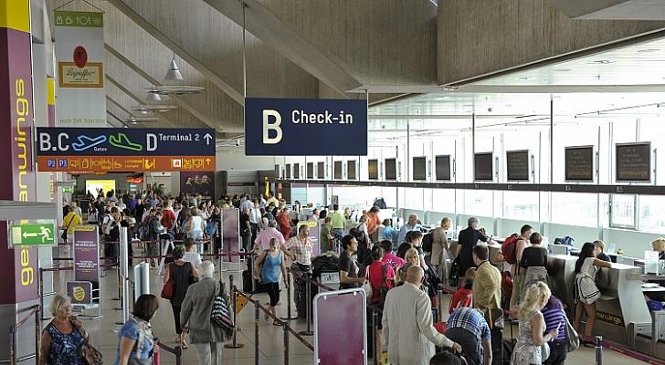 Bei einer Passagiermaschine auf dem Flughafen Köln Bonn ist beim ...