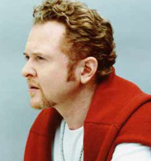 Simply-Red-Mick-Hucknall-Attacked-On-Stage-2.jpg
